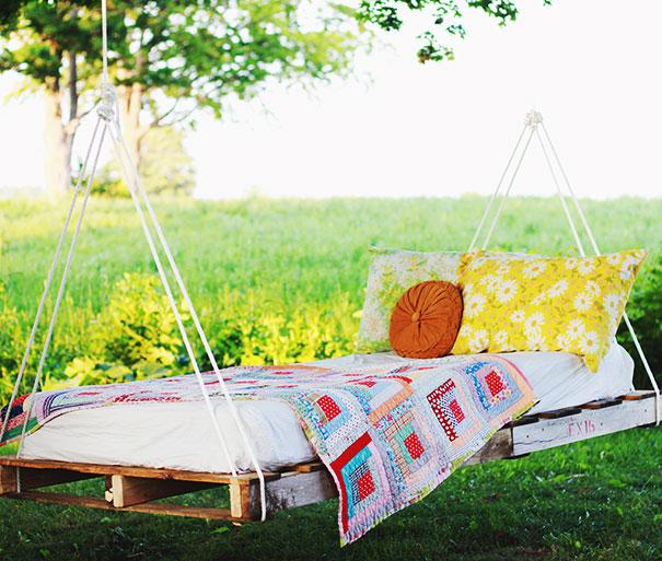palette swing bed